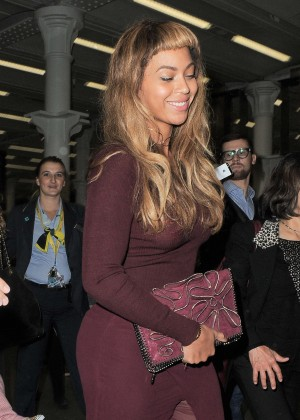Beyonce New Hairstyle - Arriving in London