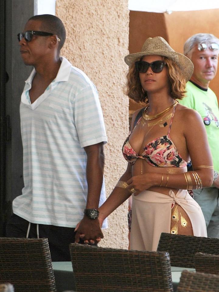 Beyonce in Bikini -15