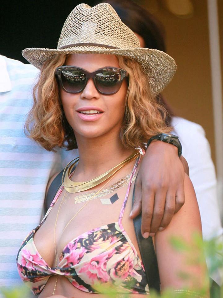 Beyonce in Bikini -25