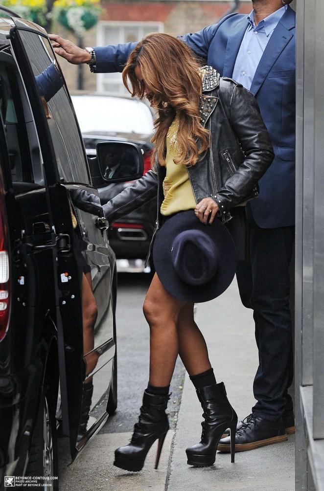 Beyonce in Mini Skirt Leaving BHS Headquarters in London