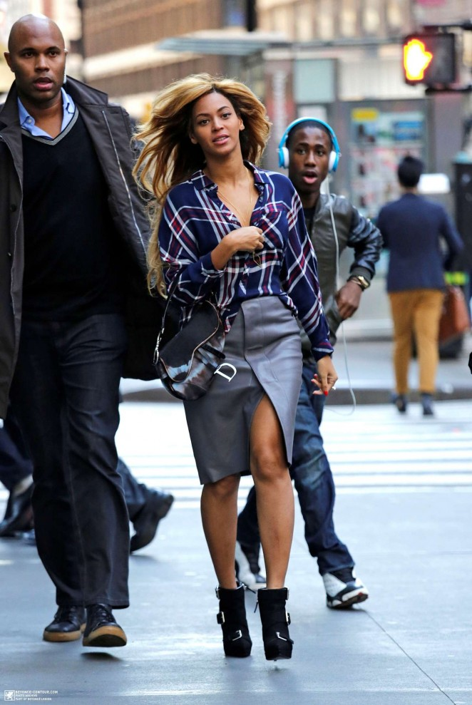 Beyonce – Out & About in NYC