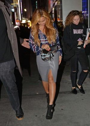 beyonce in leather skirt 09 gotceleb