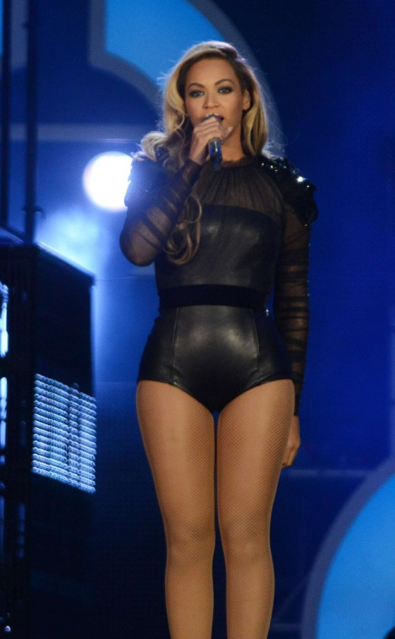 Beyonce – Performing at The Sound of Change in London -01