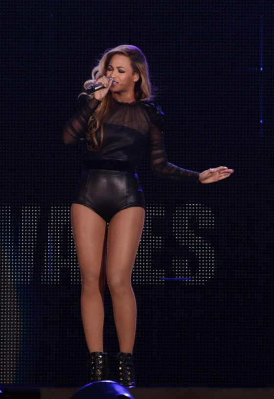 Beyonce – Performing at The Sound of Change in London -03