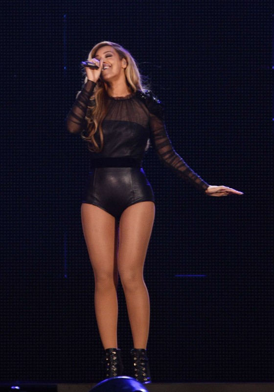 Beyonce – Performing at The Sound of Change in London -08