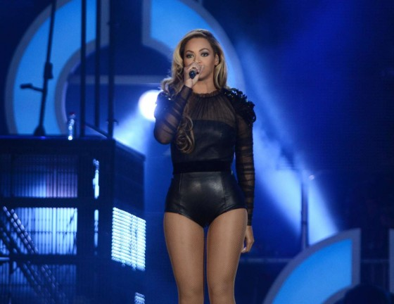 Beyonce – Performing at The Sound of Change in London -10