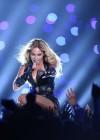 Beyonce Super Bowl 2013 Performing-03