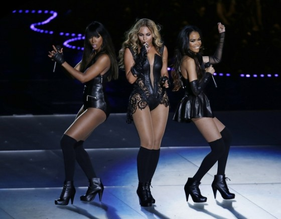 Beyonce Super Bowl 2013 Performing-09