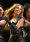 Beyonce Super Bowl 2013 Performing-28