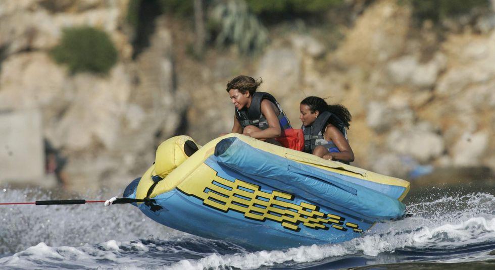 Beyonce Knowles 2010 : beyonce-wet-bikini-on-vacation-in-croatia-02