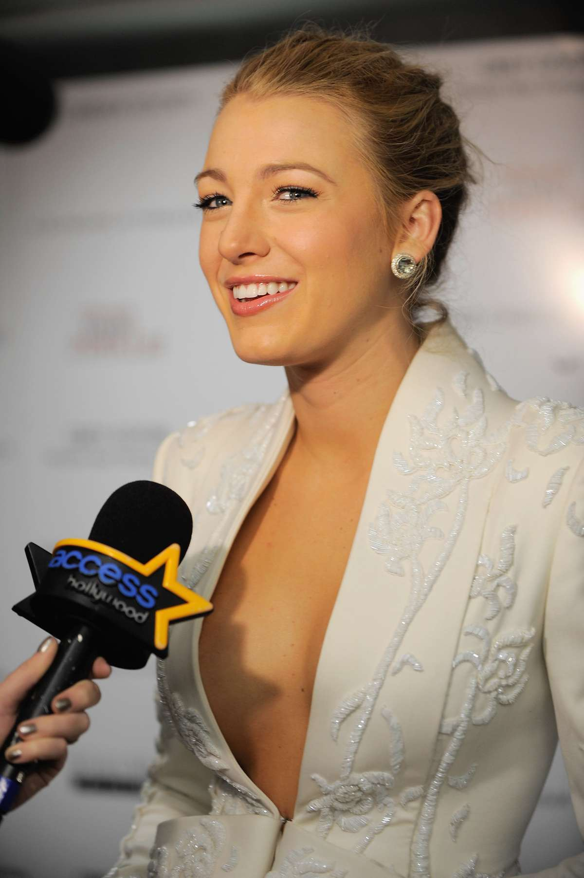 Blake Lively Cleavage-06