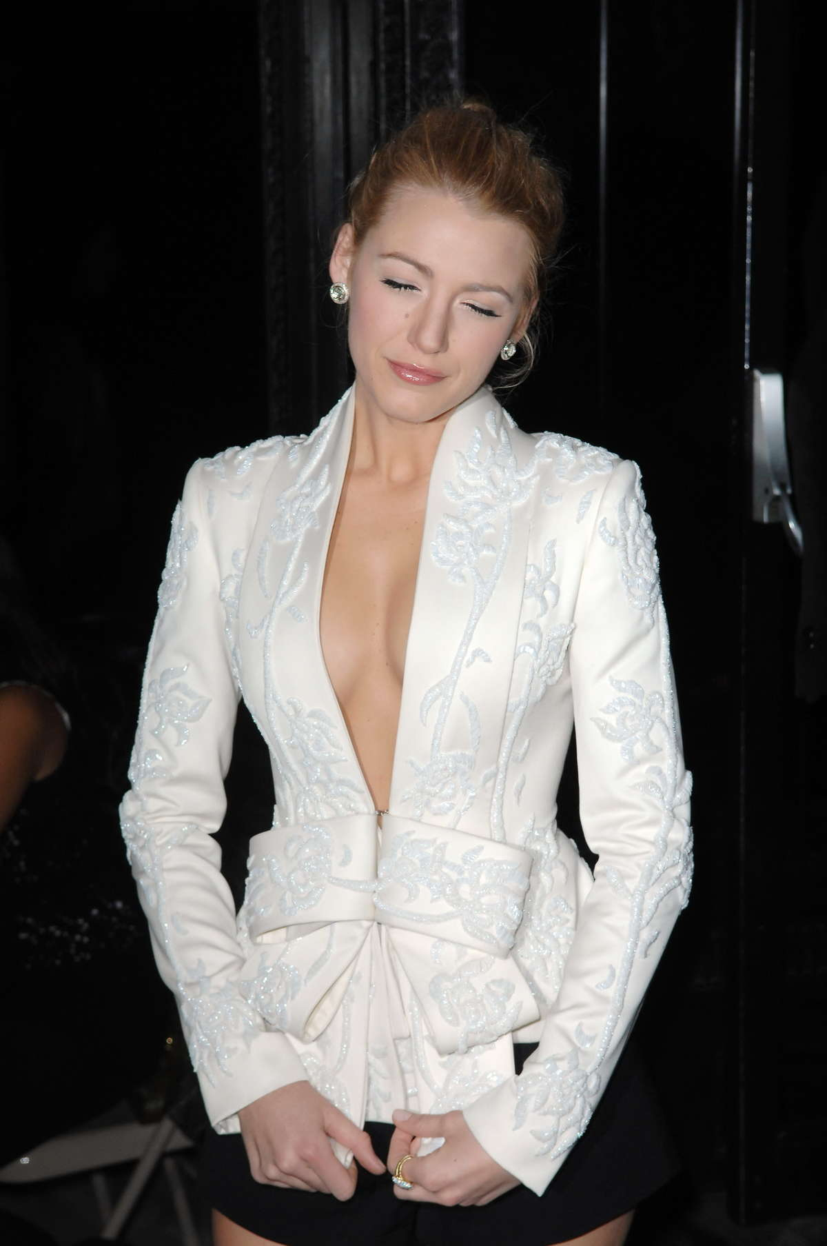 Blake Lively Cleavage-28