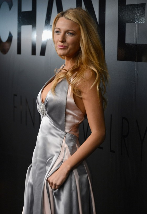 Blake Lively cleavage-07