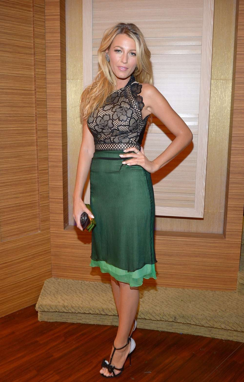 Blake Lively 2012 : Blake Lively in a tight skirt-03