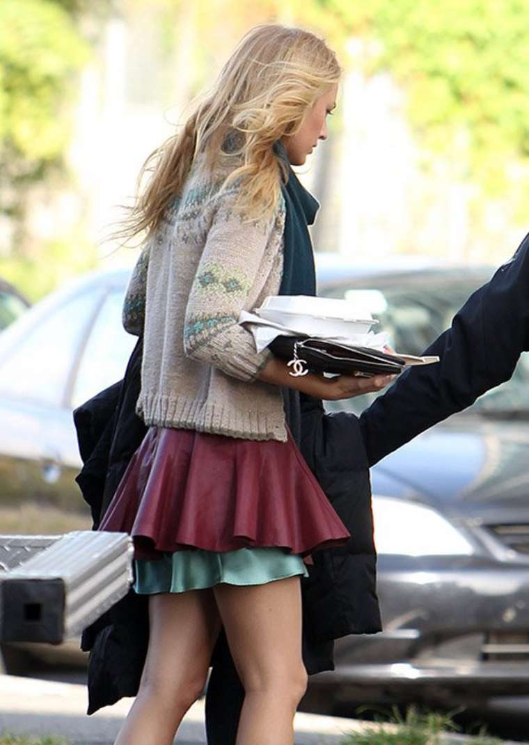 blake lively in a short skirt03 � gotceleb