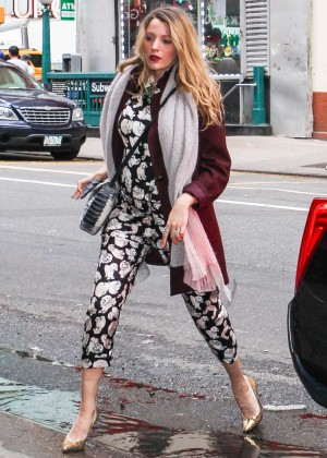 Blake Lively Street Style - Out & About with Amber at Brodway