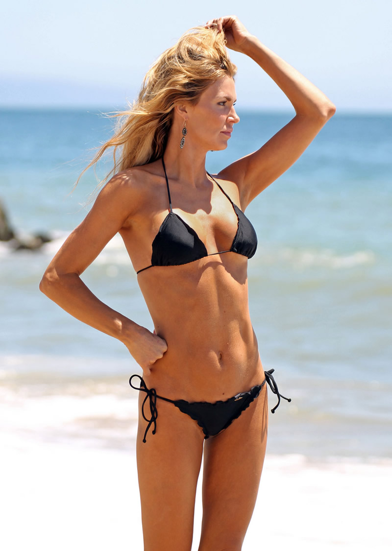 Brandi Glanville Bikini Candids At The Beach In L A 13