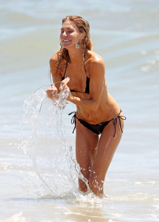 brandi-glanville-bikini-candids-at-the-beach-in-l-a-14
