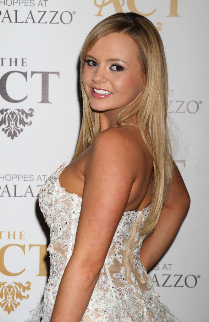 Bree Olson 2013 : Bree Olson In Hot White Dress at AVN Friday The Act in Vegas-05