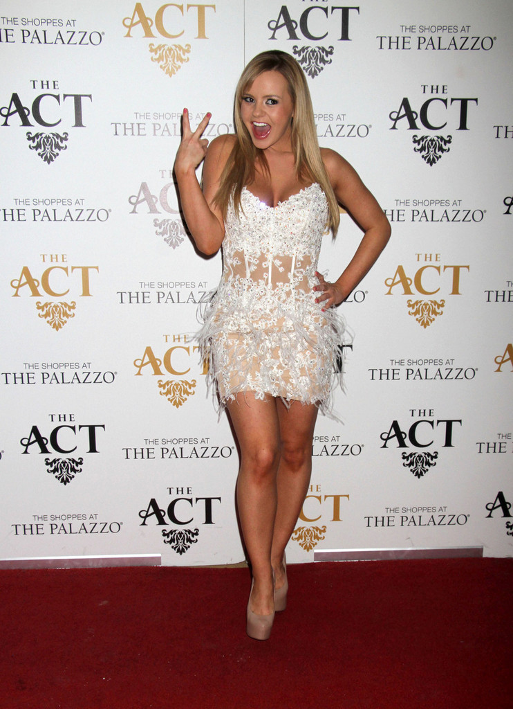 Bree Olson 2013 : Bree Olson In Hot White Dress at AVN Friday The Act in Vegas-07