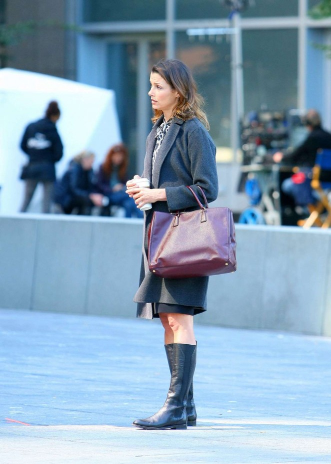 "Bridget Moynahan Filming ""Blue Bloods"" in New York"