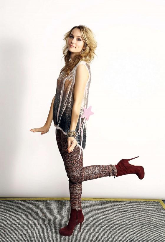 Bridgit Mendler at Z100s Jingle Ball 2012 Photoshoot -05 ... | 560 x 821 jpeg 101kB