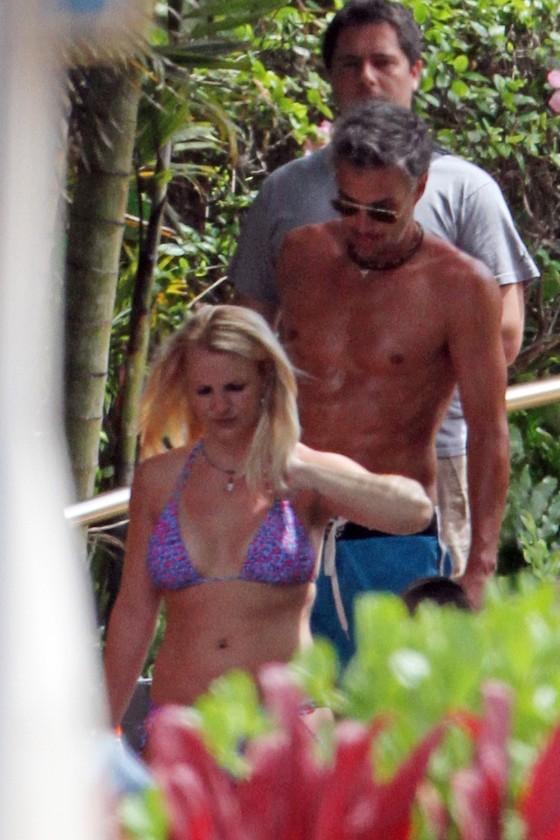 Britney Spears - Bikini in Hawaii-01