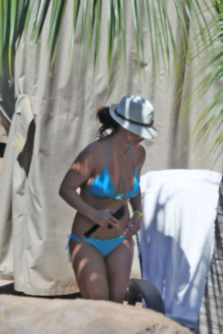 Britney Spears Blue Bikini Photos: 2014 in Hawaii -27