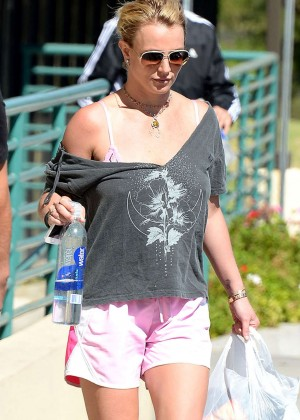 Britney Spears in Pink Shorts Leaving the gym in Thousand Oaks