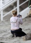 Britney Spears - has fun On a Malibu Beach with Family-03