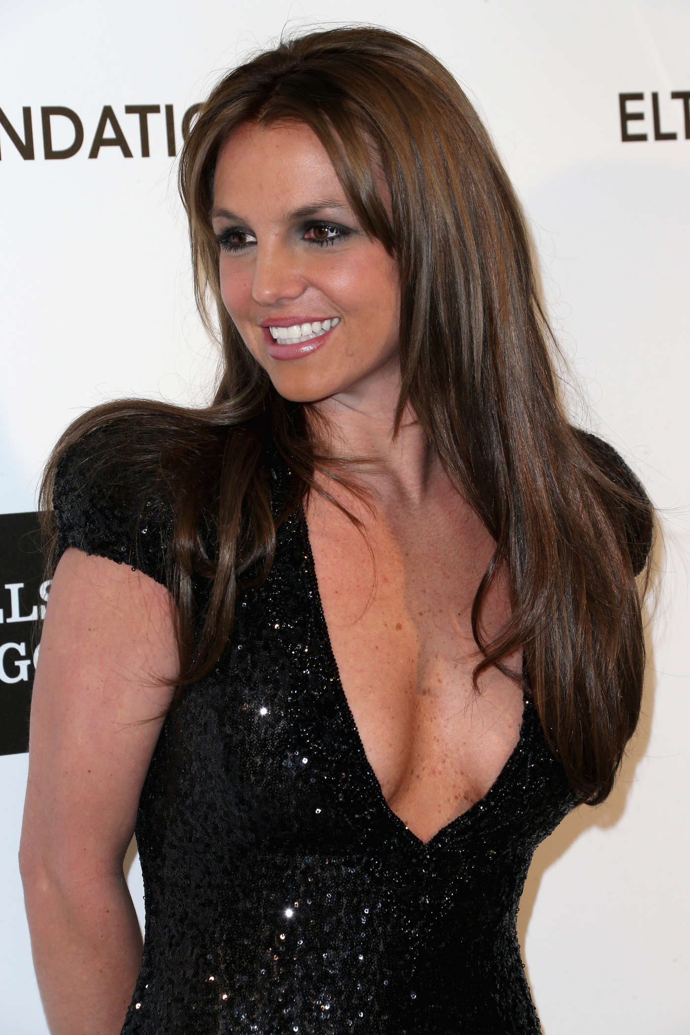 Who is britney spears dating 2013