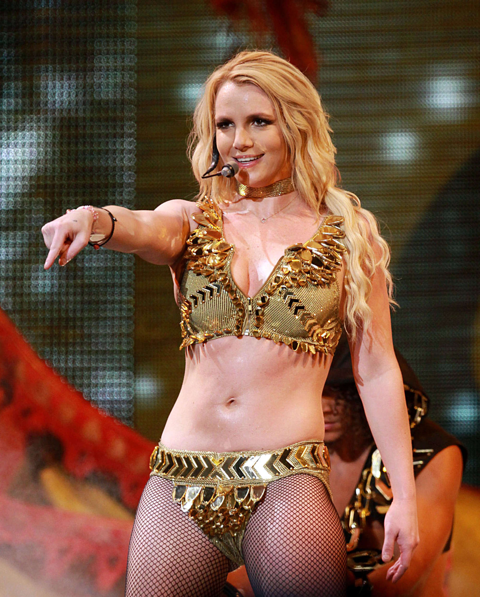 Britney Spears – Leggy and Cleavage at Performing in Puerto Rico-13