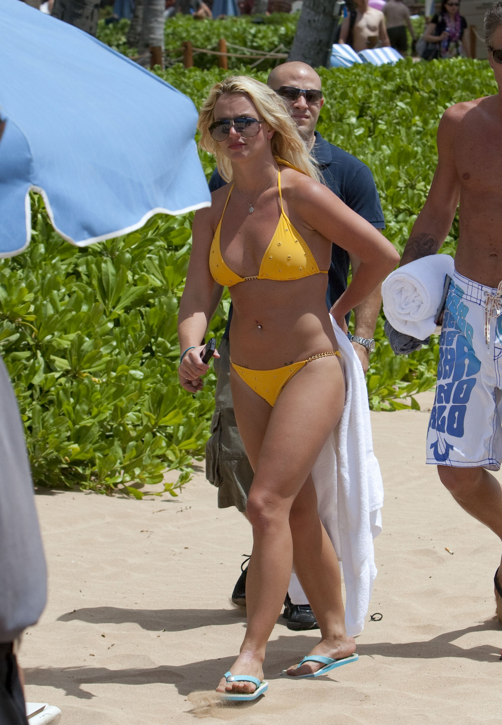 Britney Spears Yellow Bikini Candids in Hawaii Pic 1 of 35