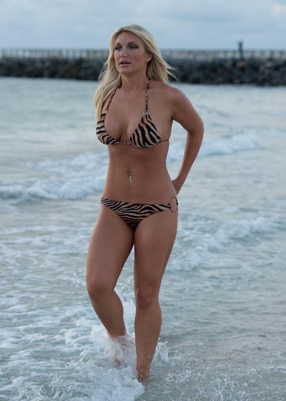 brooke hogan in bikini for a shoot in miami beach 03 | GotCeleb