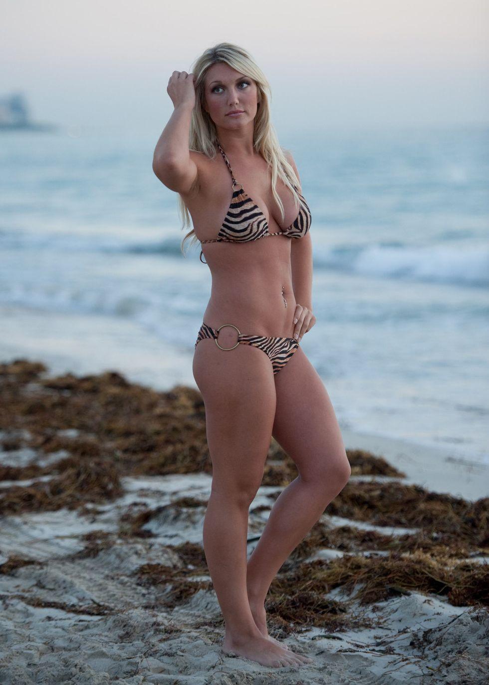 brooke hogan in bikini for a shoot in miami beach 06 | GotCeleb