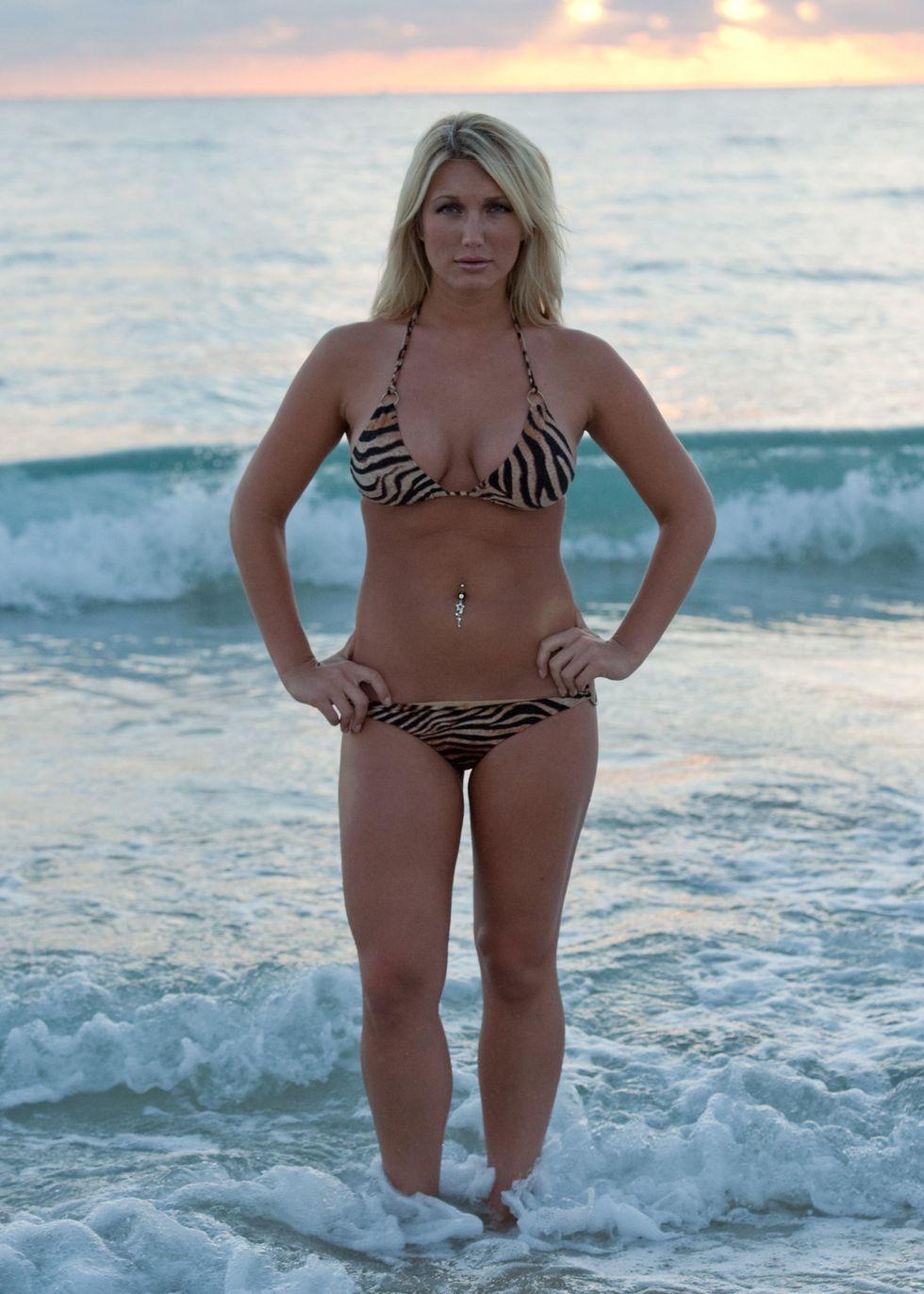 brooke hogan in bikini for a shoot in miami beach 08 | GotCeleb