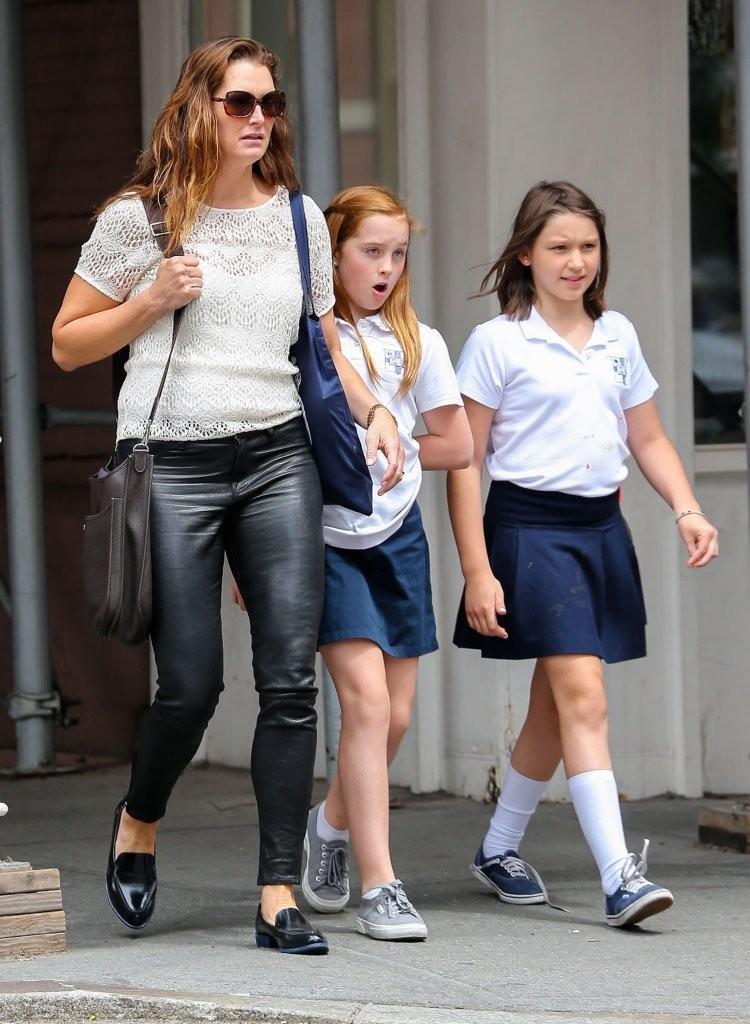 Brooke Shields With Kids 05 Gotceleb