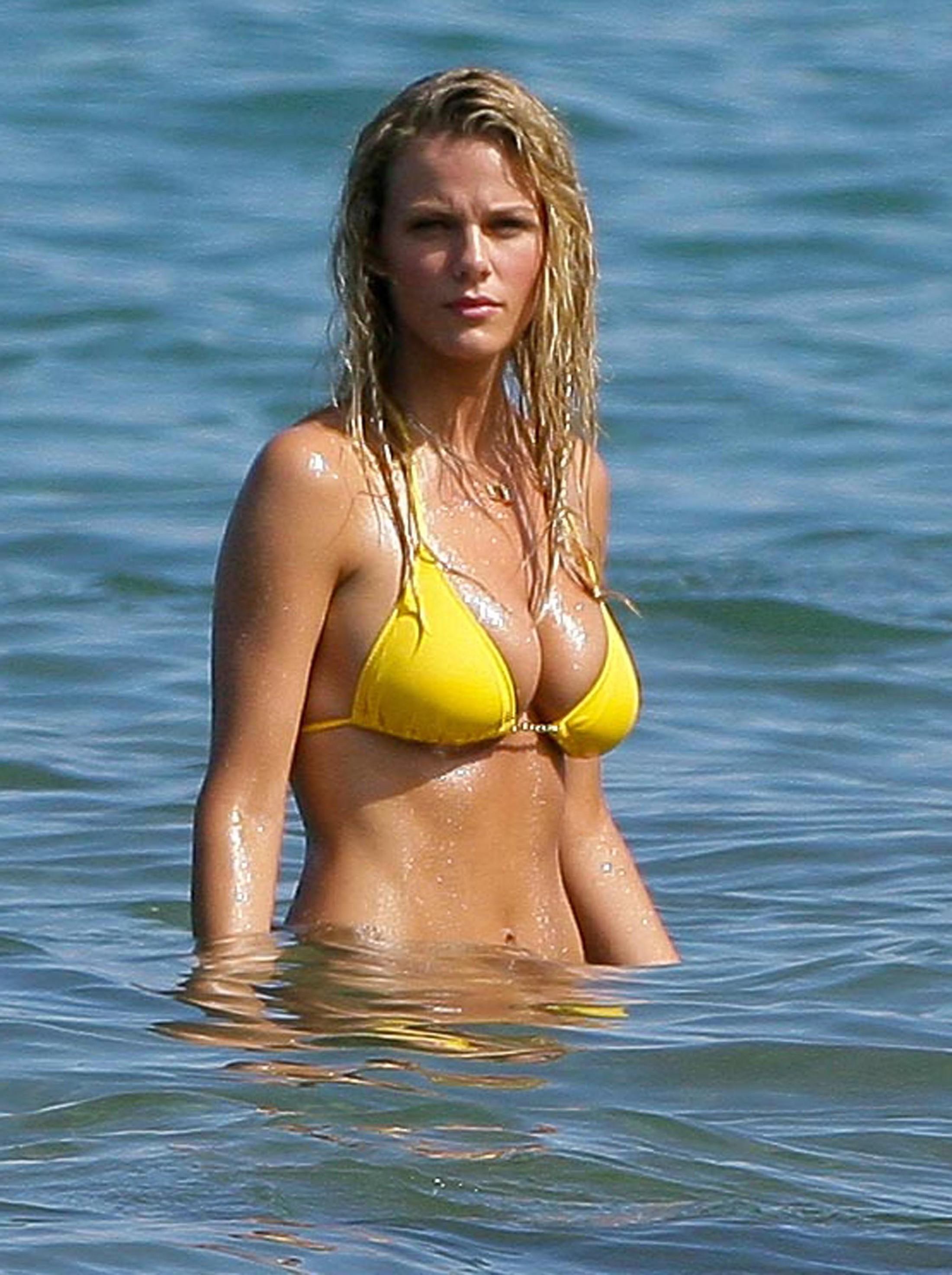 brooklyn-decker-in-yellow-bikini-in-hawaii-hq-05 - GotCeleb
