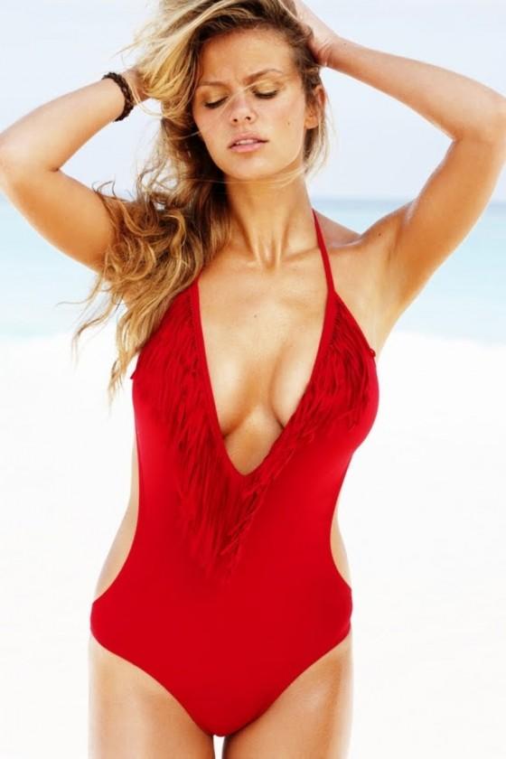 http://www.gotceleb.com/wp-content/uploads/celebrities/brooklyn-decker/photoshoot-on-the-beach/Brooklyn%20Decker-03-560x840.jpg