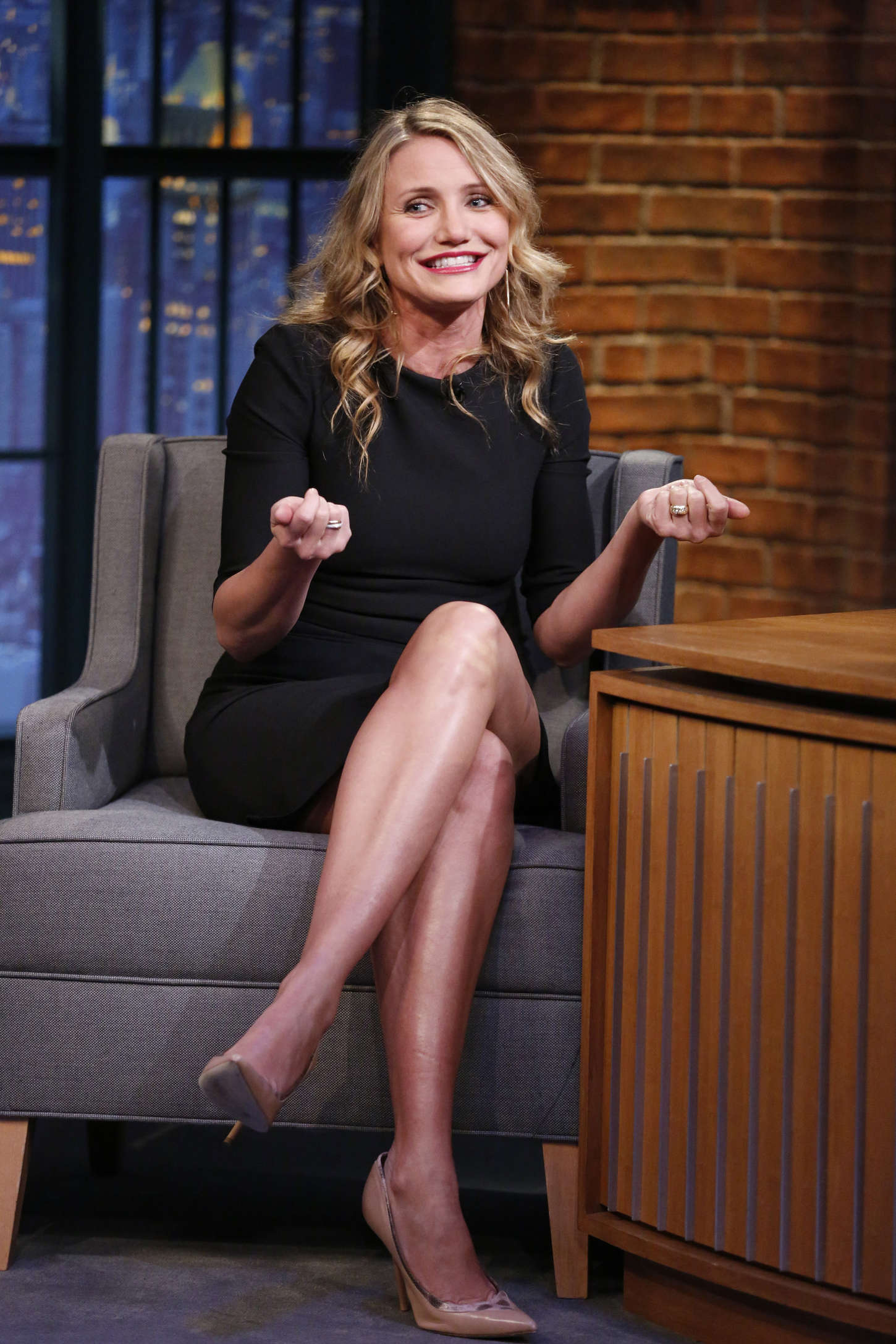 Cameron diaz in mini dress at late night with seth meyers for Cameron diaz new york