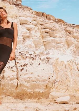 Cameron Russell: Calzedonia Bikini 2014 -01