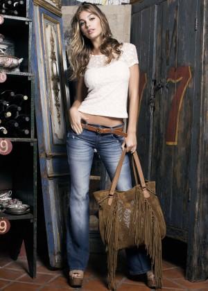 Camila Morrone: Primavera-Verano Clothing 2015 -16