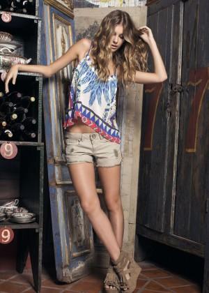 Camila Morrone: Primavera-Verano Clothing 2015 -17