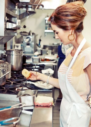 Camilla Belle - Cooking Lobster Roll with Jon Shook