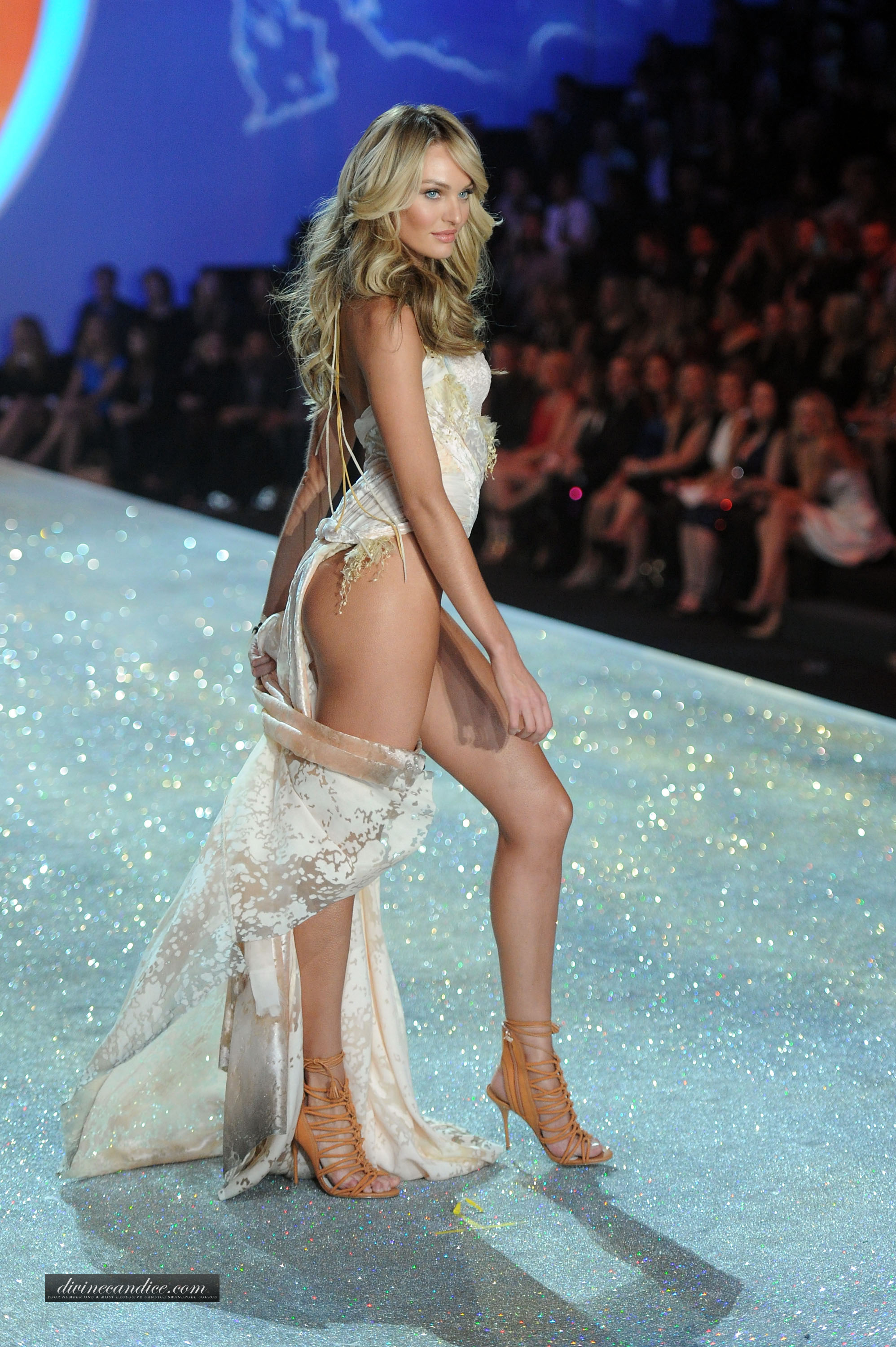 Candice Swanepoel Victorias Secret Fashion Show Runway