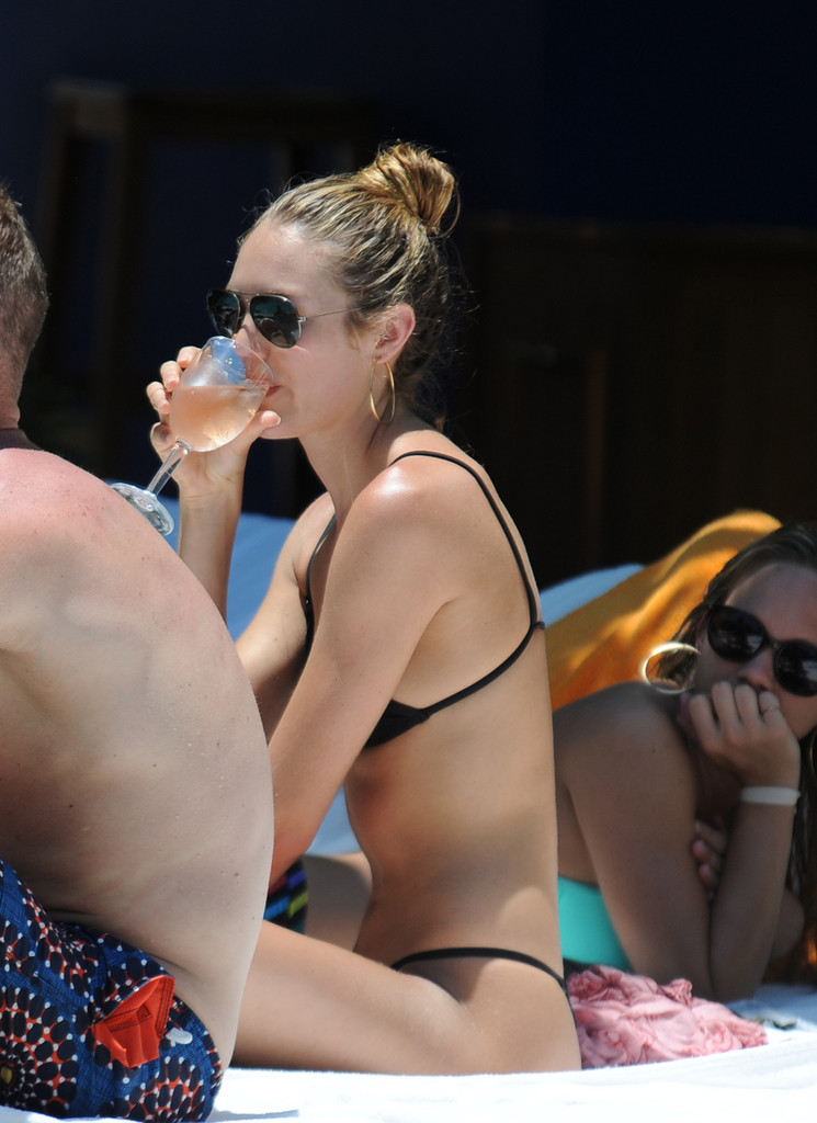 Candice Swanepoel 2013 : Candice Swanepoel – Bikini pool candids in Miami-14