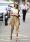 candice-swanepoel-leggy-candids-in-nyc-02