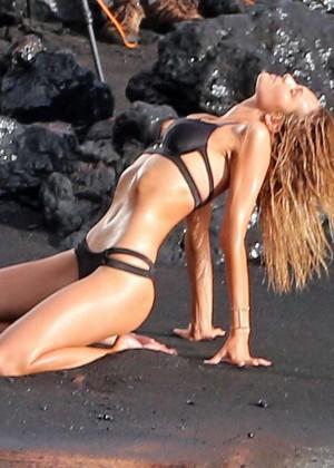 Candice Swanepoel: VS Bikini Shoot -06