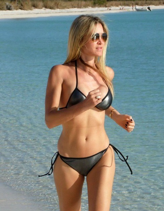 Caprice Bourret shows off her bikini body in the Bahamas-08