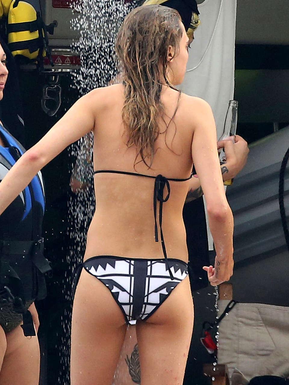 pics Cara delevingne ass